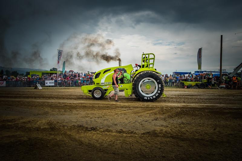 Tractor Pulling 2015 XE2-2614.jpg