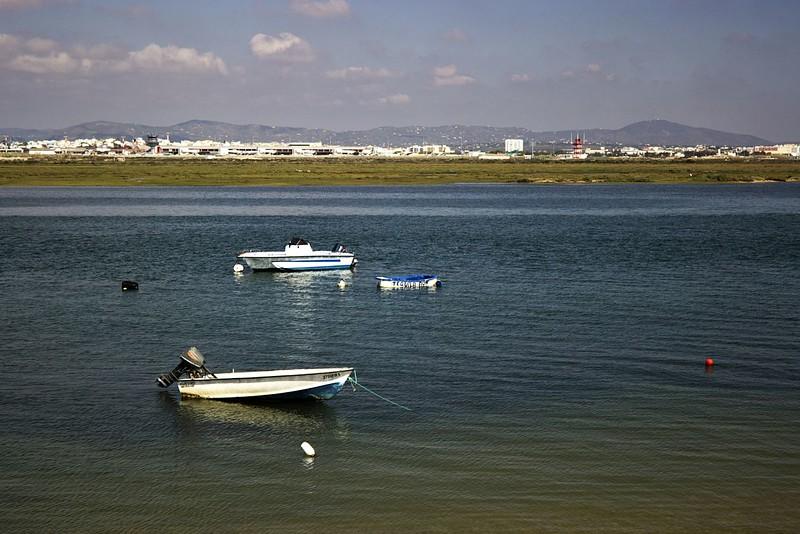Pohled směrem na letiště ve Faru a Faro samotné