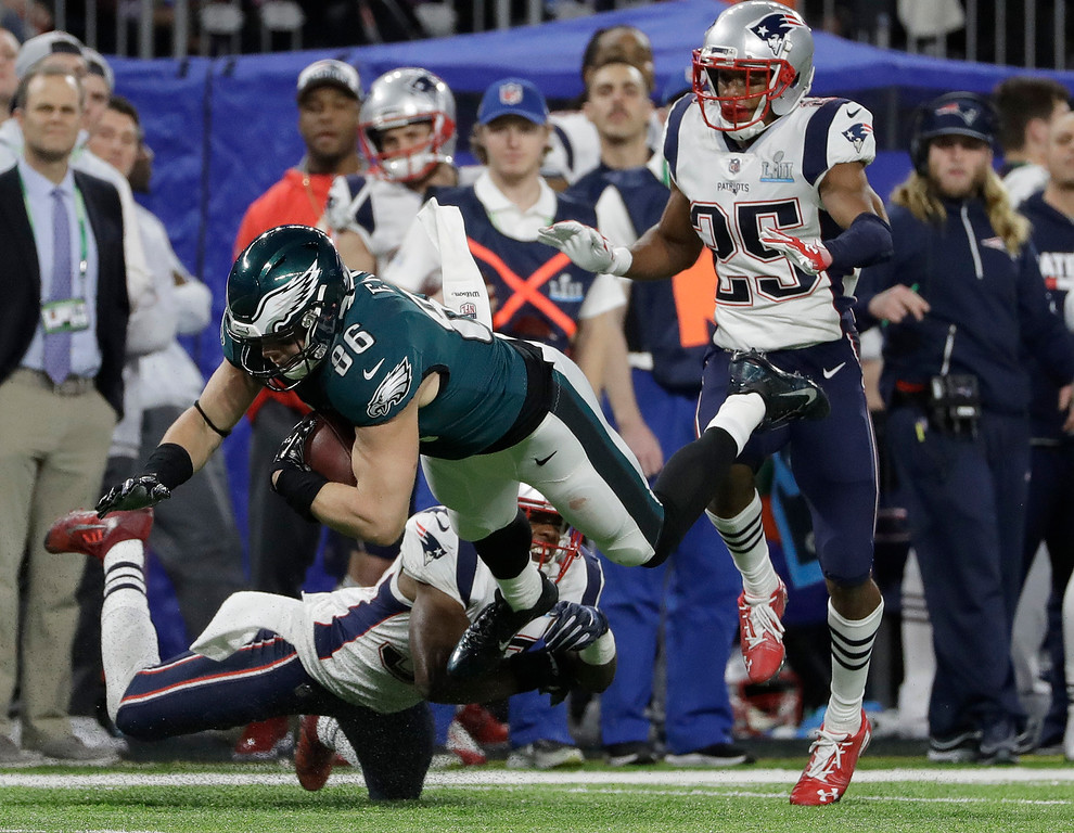 . Philadelphia Eagles\' Zach Ertz catches a pass for a first down during the second half of the NFL Super Bowl 52 football game against the New England Patriots Sunday, Feb. 4, 2018, in Minneapolis. (AP Photo/Matt Slocum)