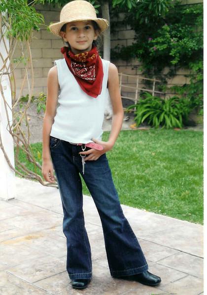 Девочка в белой шляпке.    Danielle. 2006