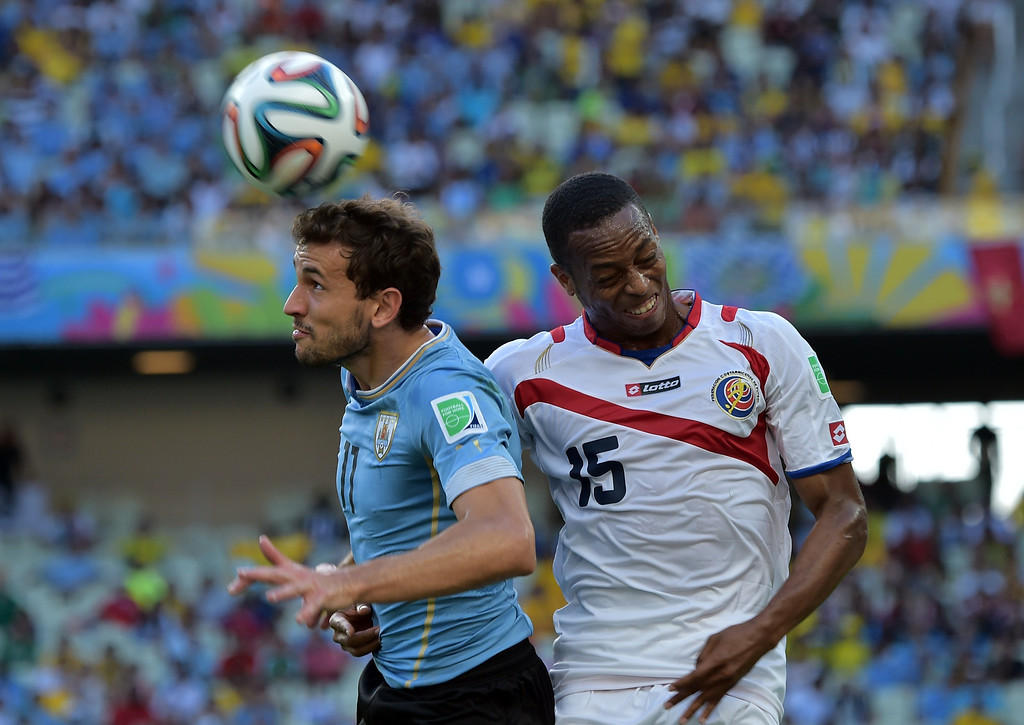 . Costa Rica\'s defender Junior Diaz (R) and Uruguay\'s forward Christian Stuani vie for the ball during a Group D football match between Uruguay and Costa Rica at the Castelao Stadium in Fortaleza during the 2014 FIFA World Cup on June 14, 2014. AFP PHOTO / GABRIEL BOUYS