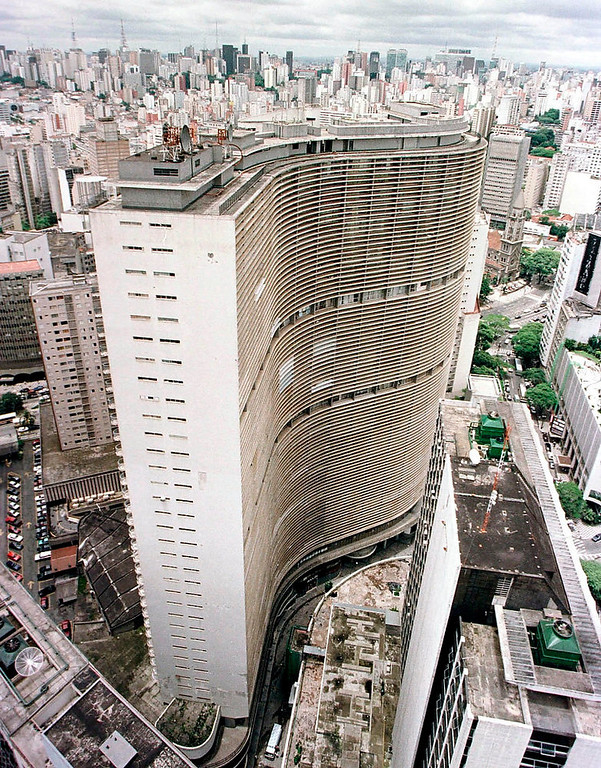 . A view of Copan, Latin America\'s largest apartment building with some 1,600 units, which was designed by Brazilian architect Oscar Niemeyer, is seen in Sao Paulo, on December 12, 2007. REUTERS/Paulo Whitaker