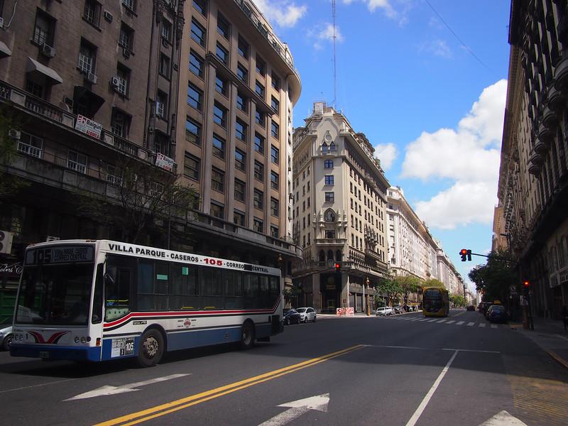 PA113816-avenida-presidente-roque-saenz-pena.JPG