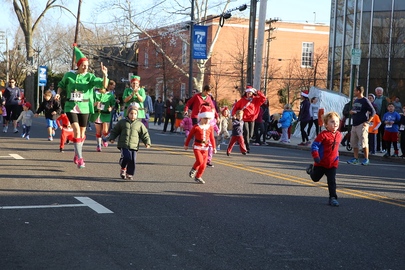 Toms River Police Jingle Bell Race 2015 - 00009.JPG