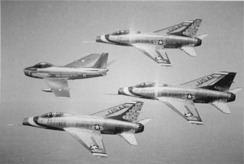 Thunderbirds F-100Cs w Golden Hawk '59