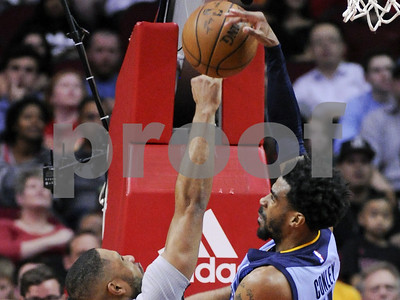memphis-grizzlies-defeat-houston-rockets-110105-with-comefrombehind-rally