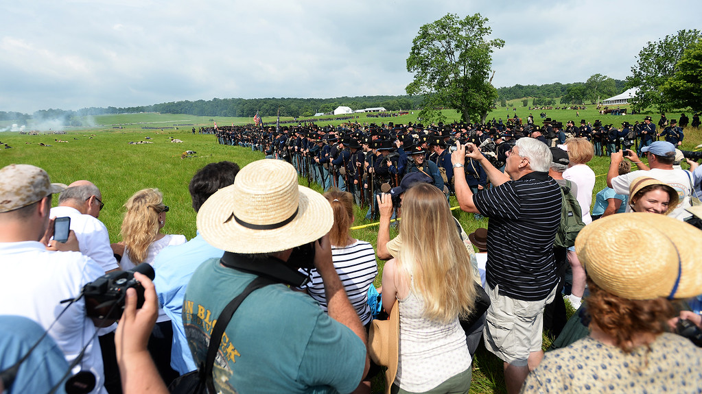 . A crowd gathers to watch the Blue-Grey Alliance re-enactment battle held at the Bushey Farm on June 28, 2013. LEBANON DAILY NEWS - JEREMY LONG