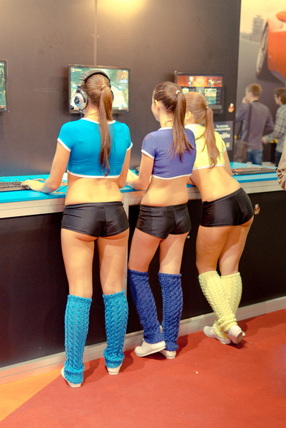 Royal Quest girls at Igromir 2011 (rear view)