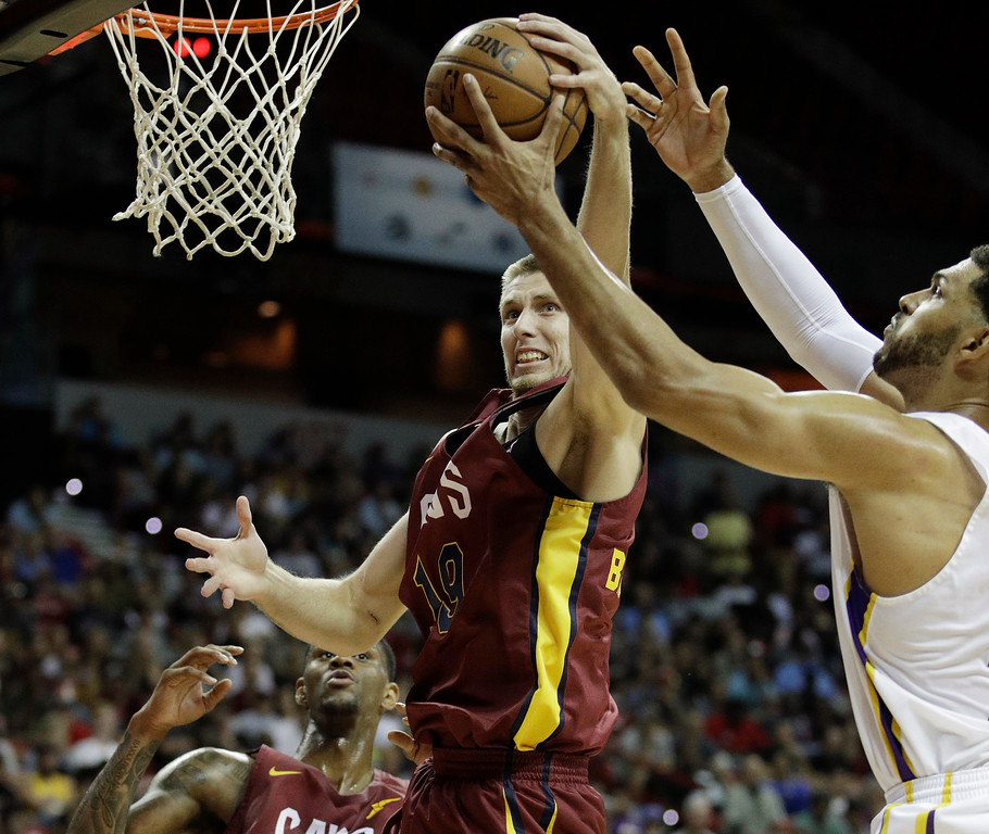 . Cleveland Cavaliers\' Vladimir Brodziansky, center, battles for a rebound with Los Angeles Lakers\' Jeff Ayres, right, during the first half of an NBA summer league basketball game, Monday, July 16, 2018, in Las Vegas. (AP Photo/John Locher)