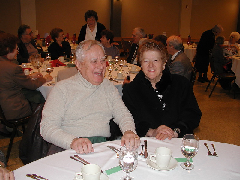 2002-12-12-Philoptochos-Senior-Citizens-Luncheon_024.jpg