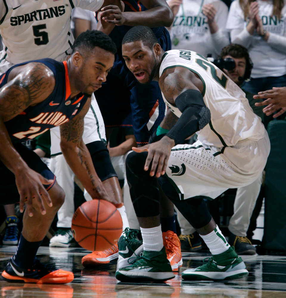 . Illinois\' Rayvonte Rice, left, gets a steal against Michigan State\'s Branden Dawson during the first half of an NCAA college basketball game, Saturday, March 1, 2014, in East Lansing, Mich. (AP Photo/Al Goldis)