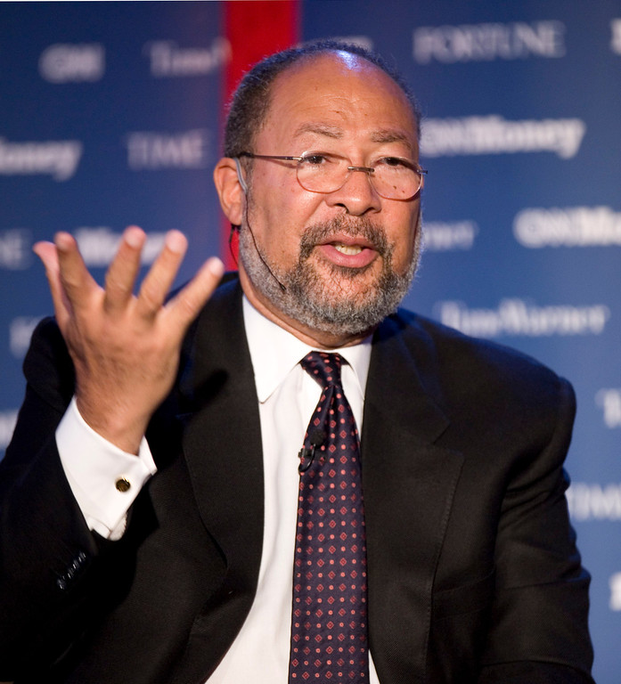 . Richard Parsons, Chairman of Citigroup, speaks at Time Warner\'s headquarters Monday, June 15, 2009 in New York. (AP Photo/Mark Lennihan)