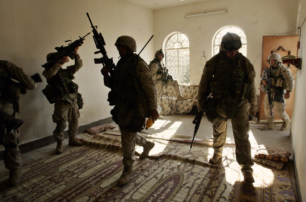 . US Marines enter a building to search it in the western part of Fallujah, Iraq, Saturday, Nov. 13, 2004. (AP Photo/Anja Niedringhaus)