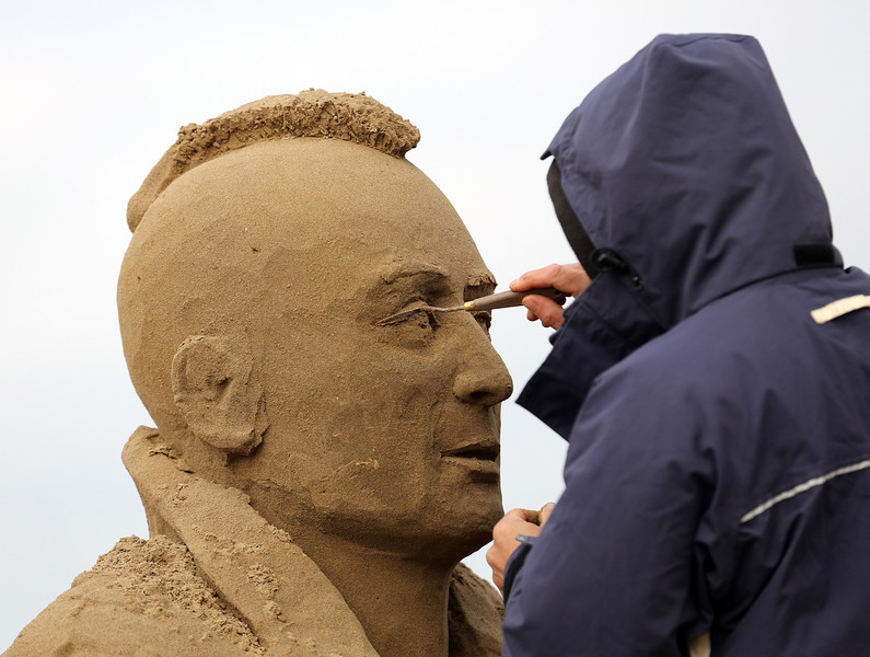 . A sand sculptor works on a Robert De Niro in Taxi Driver sand sculpture as pieces are prepared as part of this year�s Hollywood themed annual Weston-super-Mare Sand Sculpture festival on March 26, 2013 in Weston-Super-Mare, England. Due to open on Good Friday, currently twenty award winning sand sculptors from across the globe are working to create sand sculptures including Harry Potter, Marilyn Monroe and characters from the Star Wars films as part of the town\'s very own movie themed festival on the beach.  (Photo by Matt Cardy/Getty Images)