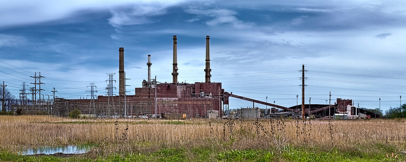 This is the Edison International/Midwest Generation coal-fired power plant in Waukegan IL. In 2010 a study commissioned by the Clean Air Task Force, a nonprofit research and advocacy organization, determined that 34 deaths, 54 heart attacks, 570 asthma attacks and 21 cases of chronic bronchitis per year are attributed to pollution from this plant.