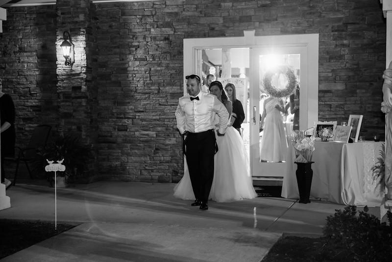 1082_Josh+Lindsey_WeddingBW.jpg