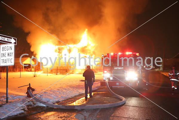 BOX ALARM LINSDALE & MILITARY UNIT 1 (03-07-2015)