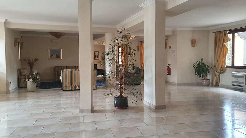 001 -  ROMA DOMUS HOTEL - LOBBY.jpg