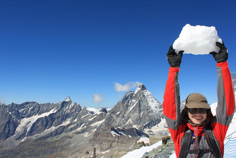 Ishvara enjoying the snow at Klein Matterhorn