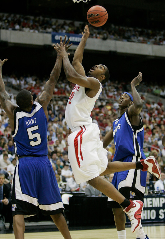 . Ohio State guard Ron Lewis scores between Memphis defenders Jeremy Hunt (5) and Joey Dorsey, right, during their NCAA South Regional final basketball game at the Alamodome in San Antonio Saturday, March 24, 2007.  (AP Photo/Eric Gay)