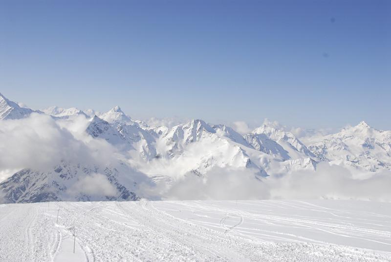 080502 1858 Russia - Mount Elbruce - Day 2 Trip to 15000 feet _E _I ~E ~L.JPG