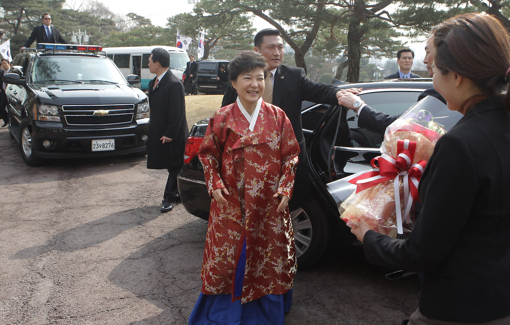 . South Korean President Park Geun-Hye arrives at presidential house after the inauguration ceremony on February 25, 2013 in Seoul, South Korea. Park is the first female president of South Korea.  (Photo by Chung Sung-Jun/Getty Images)
