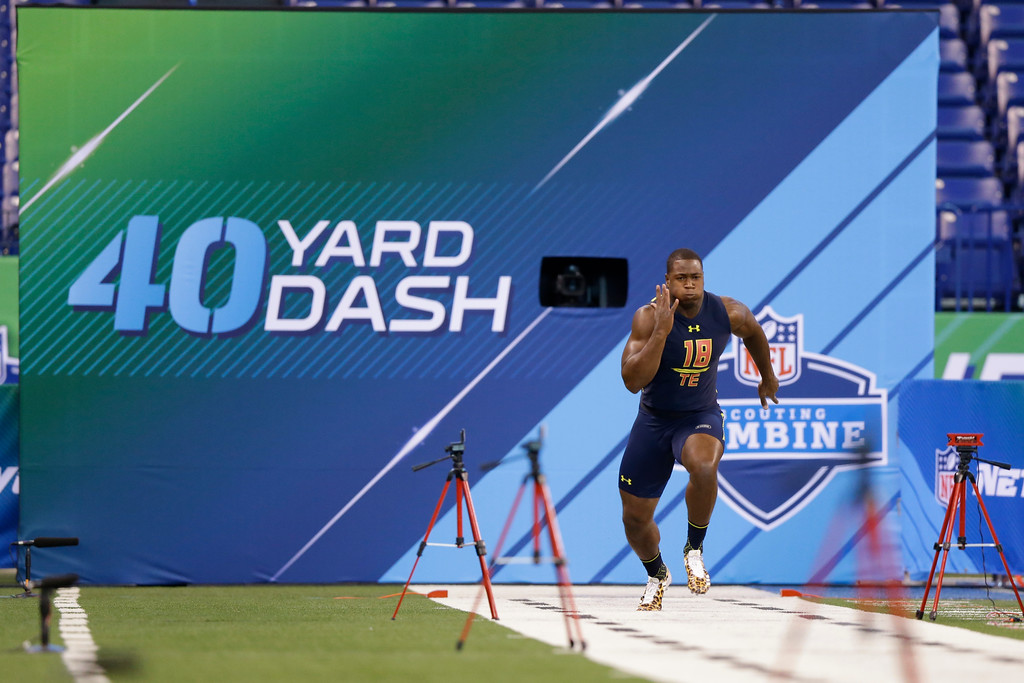 . Florida International tight end Jonnu Smith runs the 40-yard dash at the NFL football scouting combine in Indianapolis, Saturday, March 4, 2017. (AP Photo/Michael Conroy)