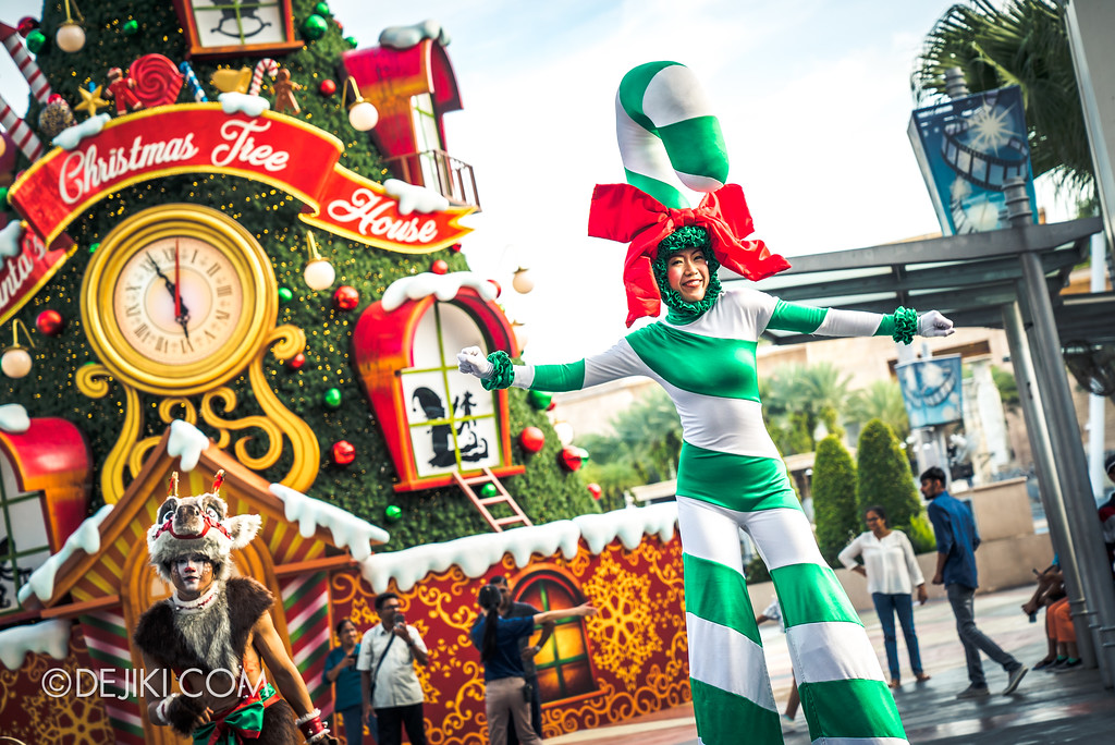 Universal Studios Singapore - A Universal Christmas event 2017 / Santa's Snowy Sleigh Ride Parade 2