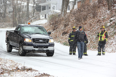 Police, Firefighter, Tow Response, Bottom of Market Street, Elm Street, Tamaqua (11-26-2013)