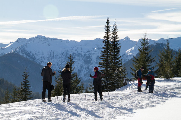 2017-12-31 Snowshoeing at White Pass