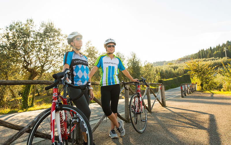 Tuscany-Lifestyle-IlPrato-GirlsCyclingSunset-5041.jpg