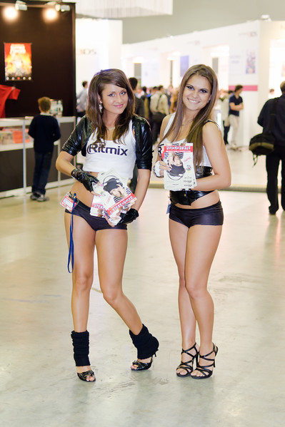 Ritmix girls at Igromir 2011