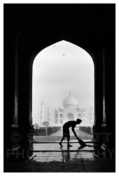 Dawn at the Taj Mahal, Agra, India.