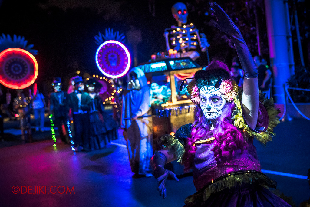 Halloween Horror Nights 6 Final Weekend - March of the Dead / Floating Cindy