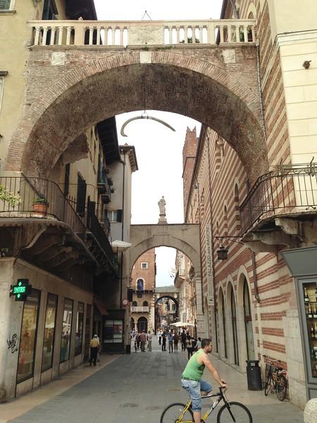 Verona- Roman city walls.JPG