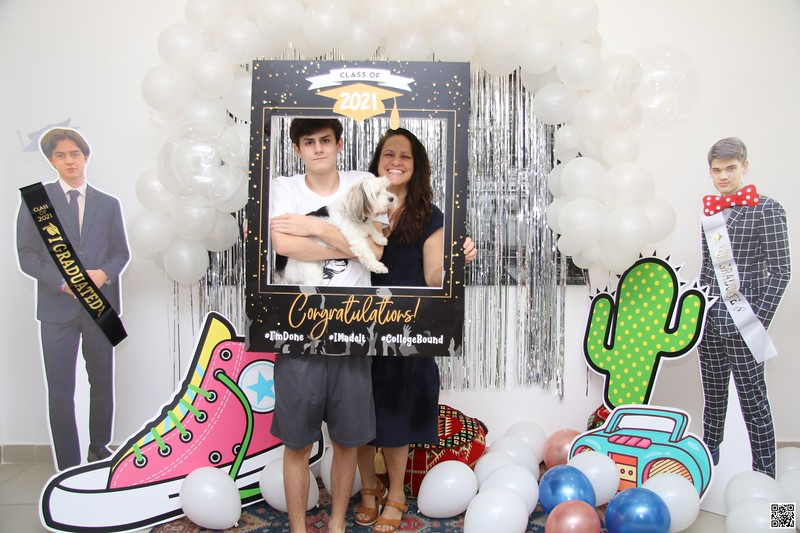 graduation-party-class-of-2021-instant-print-photo-booth-in-ho-chi-minh-Chup-hinh-in-anh-lay-lien-Tiec-Tot-Nghiep-2021-WefieBox-Photobooth-Vietnam-cho-thue-photo-booth-003.jpg
