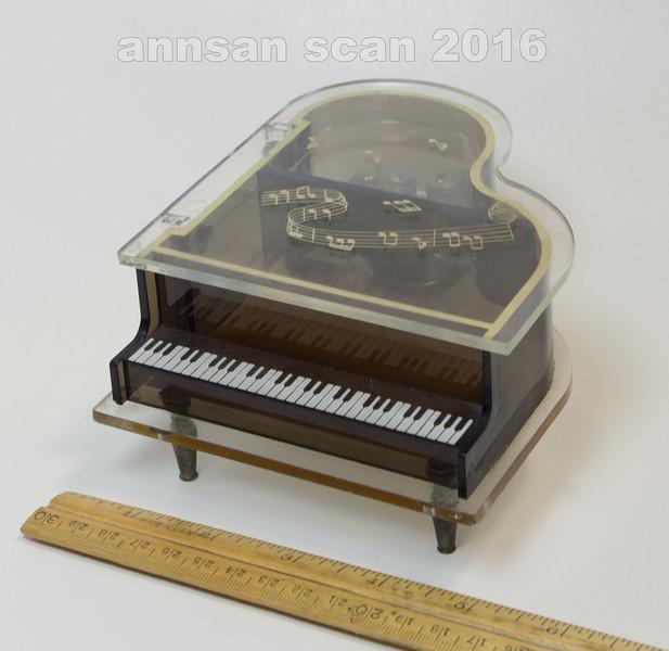 pianoplayscarousel01.jpg