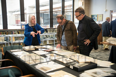 17389-6 Tom Hanks Special Collections and Archives Tour 4-19-16