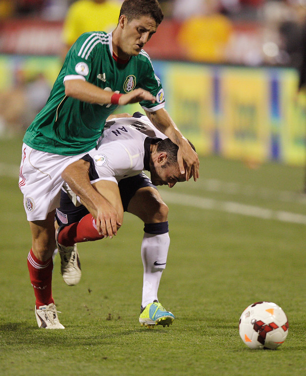 . United States\' Landon Donovan, right, and Mexico\'s Hiram Mier race for a loose ball during the second half of a World Cup qualifying soccer match Tuesday, Sept. 10, 2013, in Columbus, Ohio. The United States won 2-0. (AP Photo/Jay LaPrete)