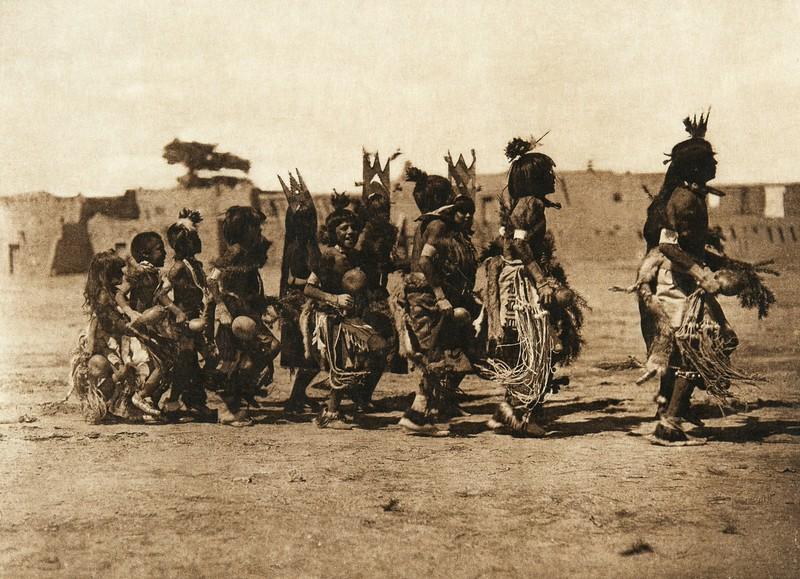 Tablita dance - San Ildefonso - B (The North American Indian, v. XVII. Norwood, MA, The Plimpton Press,  1926)