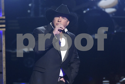 garth-brooks-offers-free-honeymoon-after-fans-get-engaged