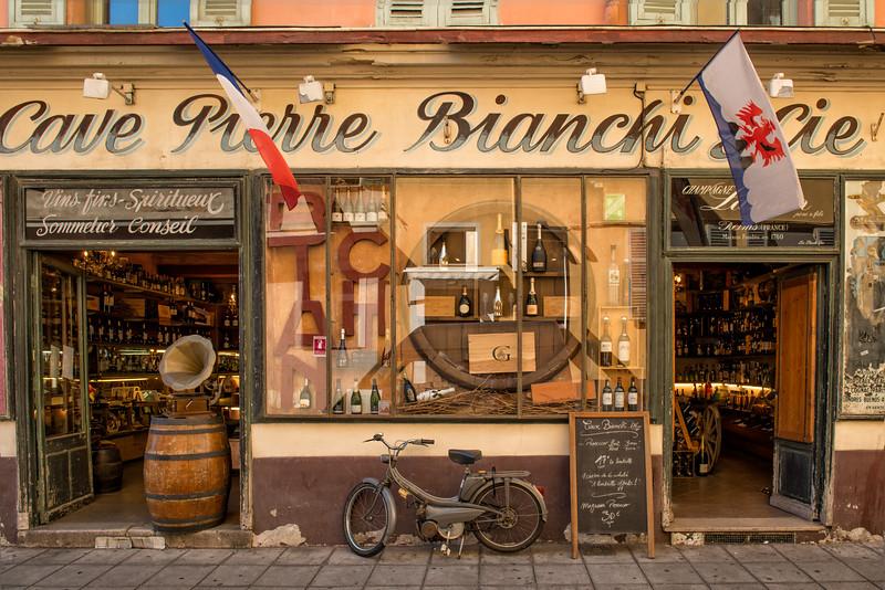 Fun wine shop in Nice