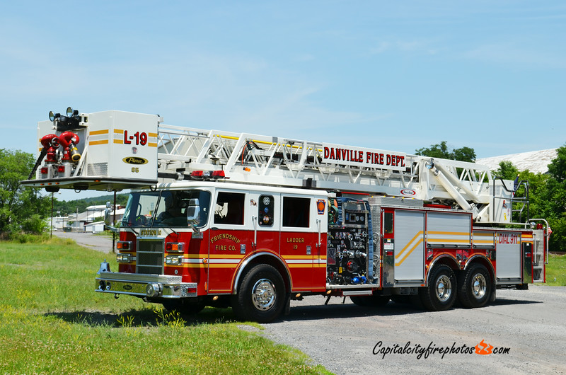 Danville (Friendship Fire Co.) Ladder 19: 2002 Pierce Dash 2000/200 85'