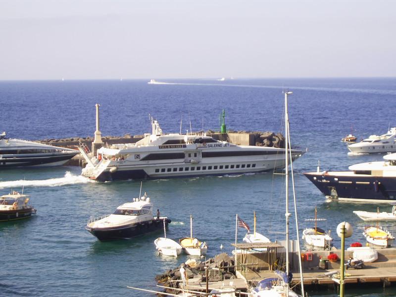2007 - HSC SALERNO JET departing form Capri.