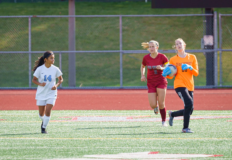 2019-09-28 Varsity Girls vs Meadowdale 024.jpg