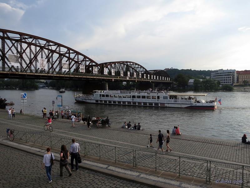 01 Praha, along the river.jpg
