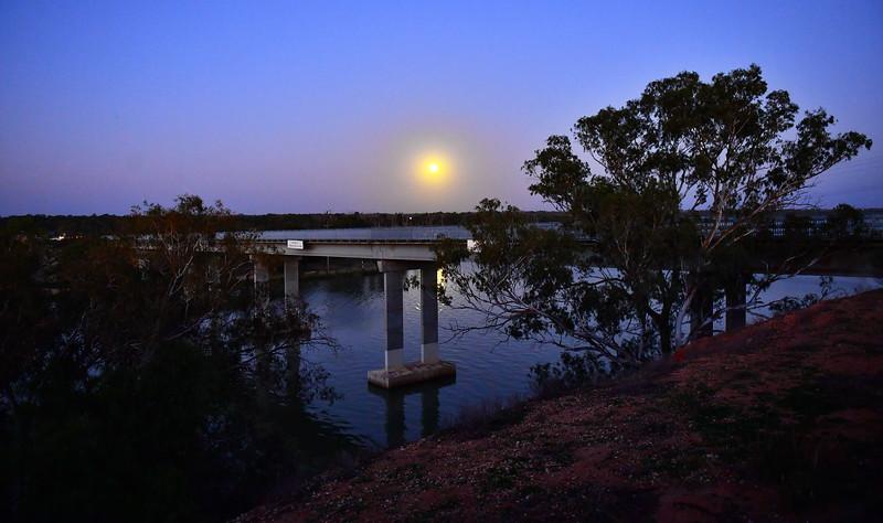 Moonrise over Kingston Bridge
