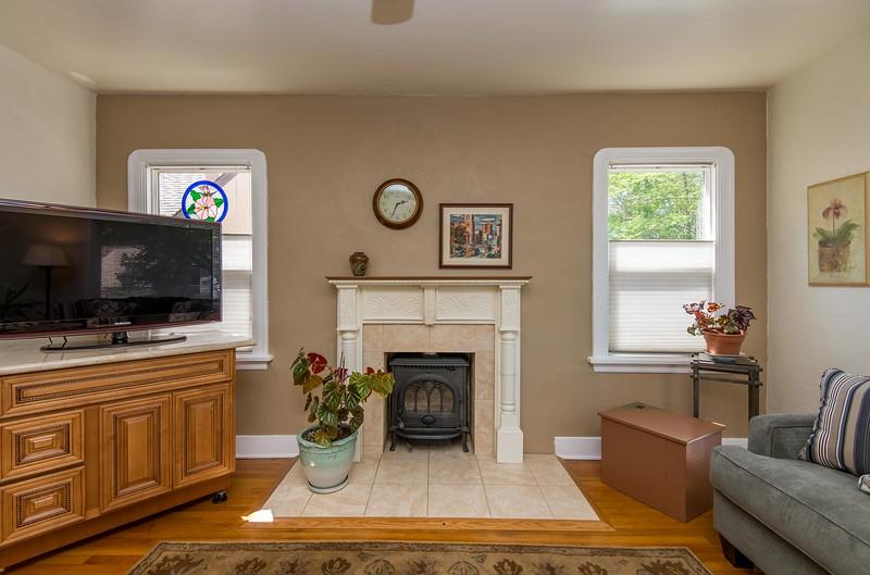 DSC_4012_fireplace.jpg