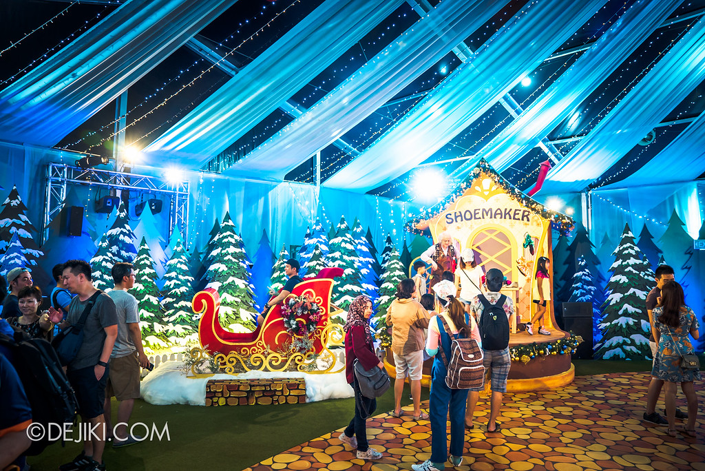 Universal Studios Singapore December Park Update - Santa's All Star Christmas 2016 / Santa's Village overview shoemaker and sleigh