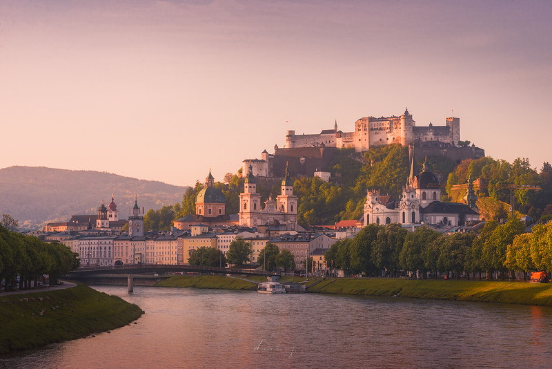 Salzburg-Castle-and-river.jpg